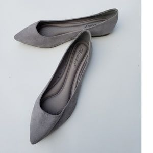 Breckelle's suede flats pointed to gray 10